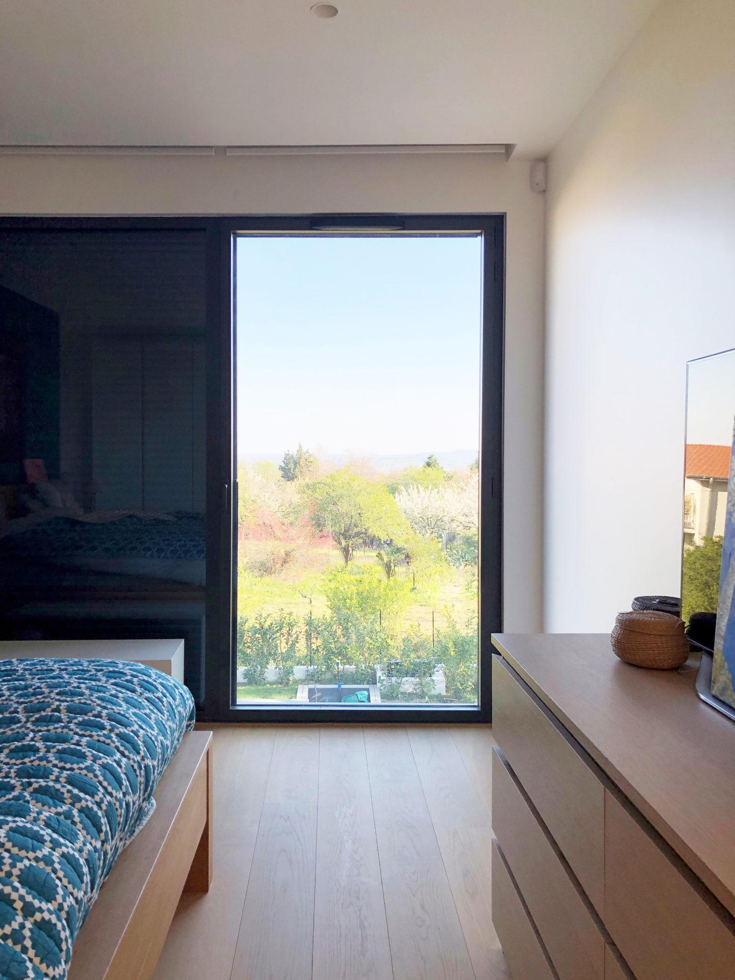 asb-architecture-maison-contemporaine-toiture-terrasse-vue cadrée