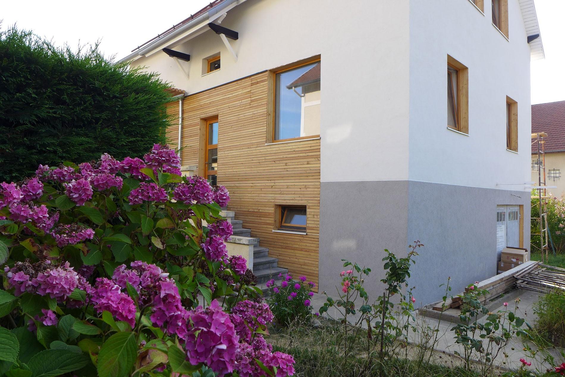 asb-architecture-savoie-chambery-renovation-maison-de-ville-bois-enduit-1